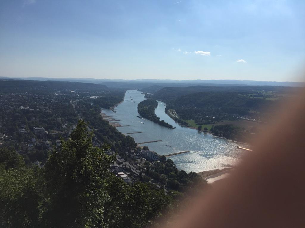 圖二:龍山山腰遠眺萊茵河左右兩岸(對唔住我有隻手指遮左一個角)